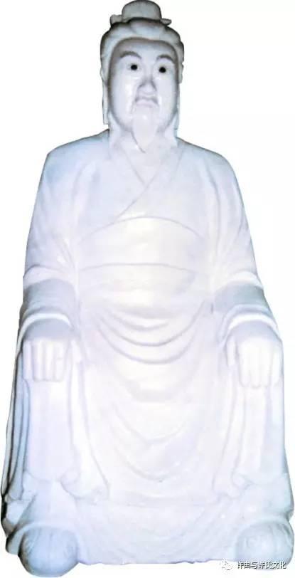现供奉于登封许由山(箕山)许由庙正殿的许由汉白玉雕像(高2.02米)
